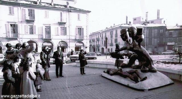 Monumento_Alba_1977