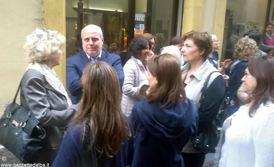 Docenti albesi a colloquio con il sindaco Maurizio Marello in via Maestra