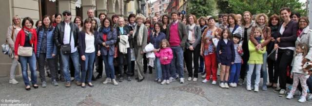 Il gruppo degli insegnanti albesi in piazza Savona