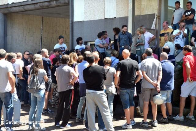 Il presidio dei lavoratori RotoAlba apprende del fallimento dell'azienda