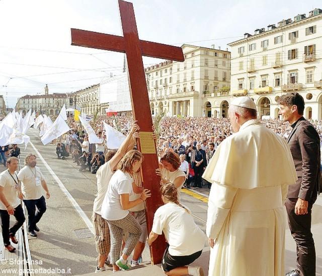 Francesco a torino croce sfor Ansa