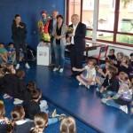 Lunedì Alba premia gli alunni che vanno a scuola a piedi