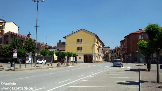 Montà piazza mercato (1)