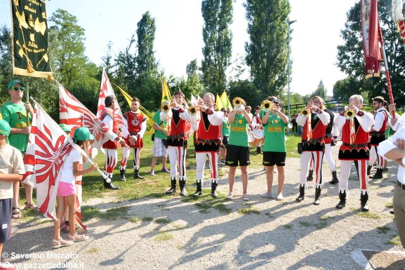 festa-piattaforma-sbandieratori-parco-tanaro-giugno2015 (11)