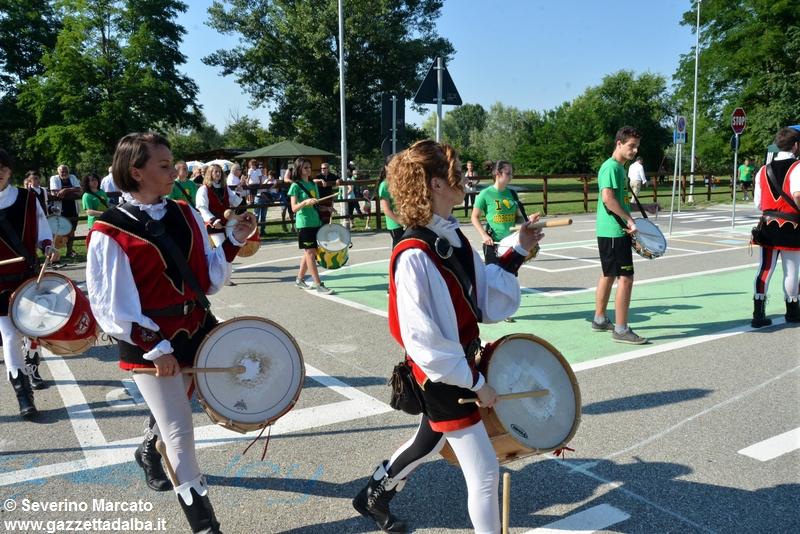 festa-piattaforma-sbandieratori-parco-tanaro-giugno2015 (13)