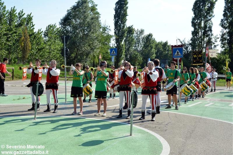 festa-piattaforma-sbandieratori-parco-tanaro-giugno2015 (14)
