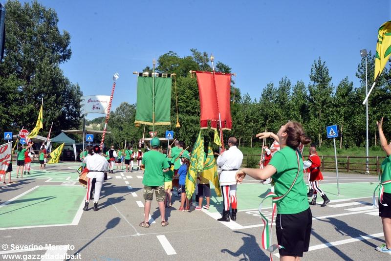 festa-piattaforma-sbandieratori-parco-tanaro-giugno2015 (17)