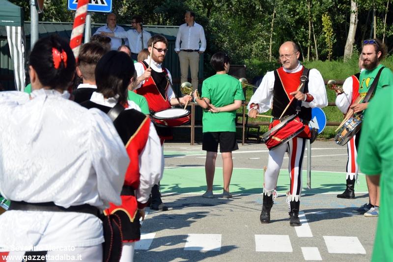 festa-piattaforma-sbandieratori-parco-tanaro-giugno2015 (18)