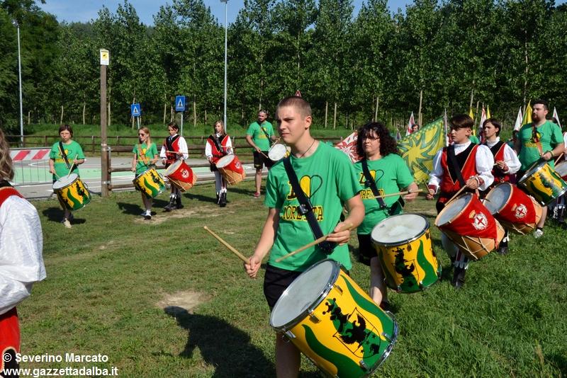 festa-piattaforma-sbandieratori-parco-tanaro-giugno2015 (4)