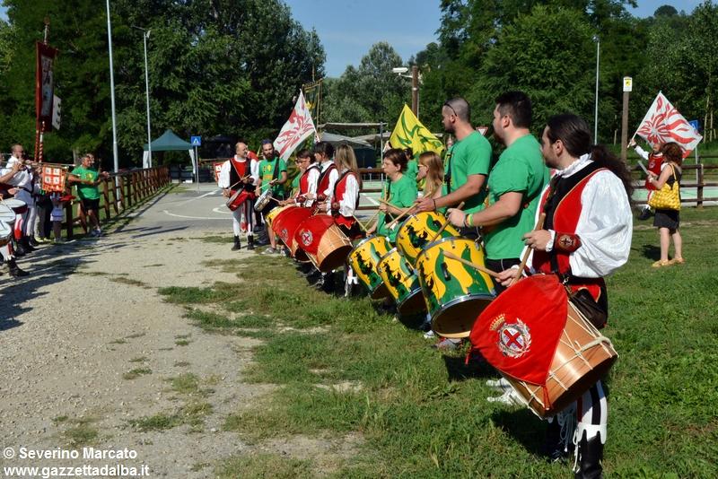 festa-piattaforma-sbandieratori-parco-tanaro-giugno2015 (5)