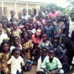 Estate ragazzi africana in Benin con una braidese