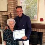 """Consegnata una targa dell'Europarlamento a Eugenia Grasso, con 104 anni la """"nonna"""" di Treiso"""