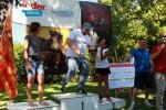 Il dj di Radio Alba prende la coppa al posto di Fatma Careglio (categoria dipendenti donne)
