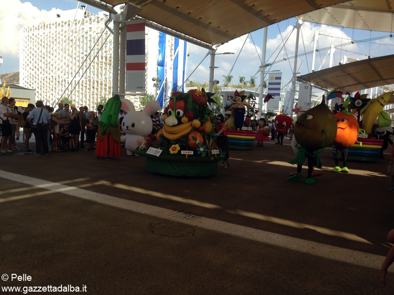 Con Ferrero a Expo _la sfilata delle mascotte