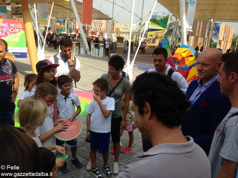 Con Ferrero a Expo_ davanti al padiglione Kinder più sport