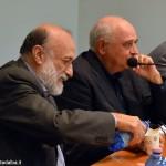 Una folla al dialogo a tre voci sull'enciclica di papa Francesco