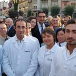 """Piazza Savona diventa piazza Michele Ferrero. E il figlio Giovanni rassicura: """"L'azienda resterà fedele alla città di Alba"""""""