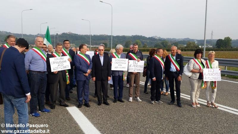 manifestazione-autostrada-asti-cuneo-settembre2015 (1)