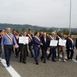 Asti-Cuneo, la protesta di Confindustria e dei sindaci di Langhe e Roero. Manca però all'appello il Comune di Alba…