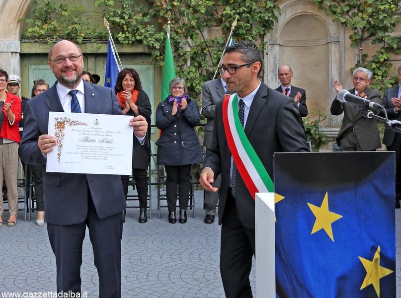 Photo Murialdo Monforte italy . consegna della cittadinanza a martin Schultz (6)