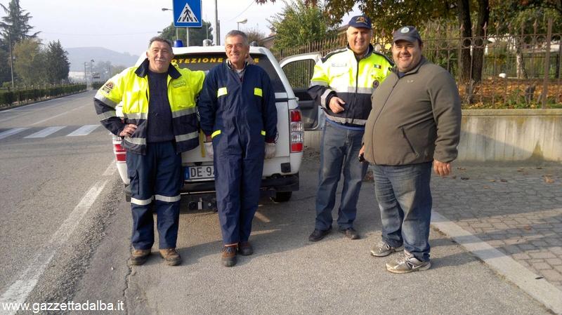 Protezione civile Canale pulisce la ciclabile (1)