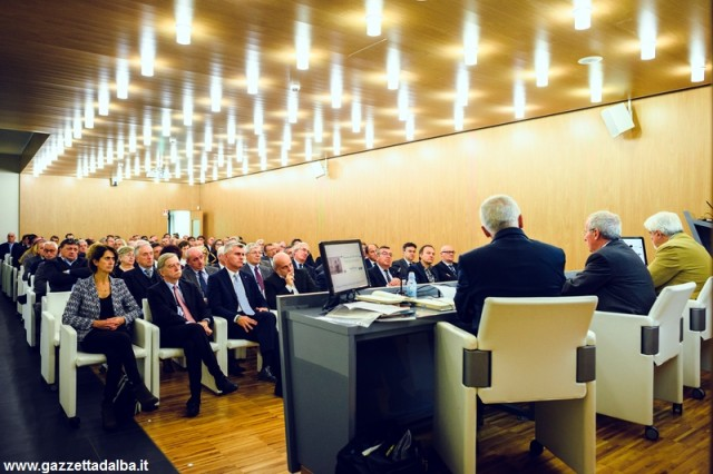 Un'immagine della riunione del Consiglio di amministrazione che ha aperto i festeggiamenti per i 120 anni di Banca d'Alba.
