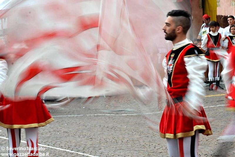 festival-bandiere-sbandieratori-alba-ottobre2015 (22)