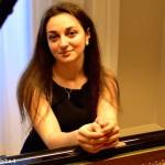 Agimus, domenica 22 suona Natalia