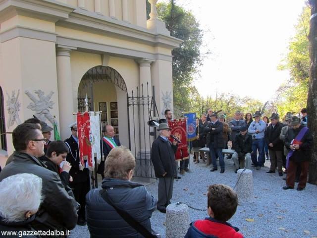 La commemorazione dei caduti santavittoriesi davanti al Pilone appena restaurato