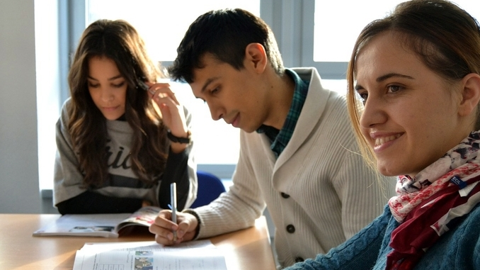Alba: il liceo scientifico attrae i ragazzi. Stabili i numeri dei professionali