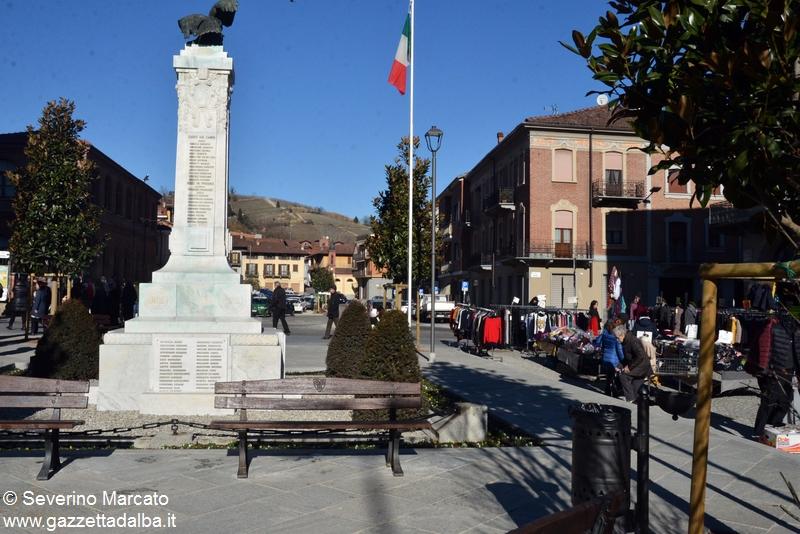 Canale piazza della vittoria rinnovata con banchi