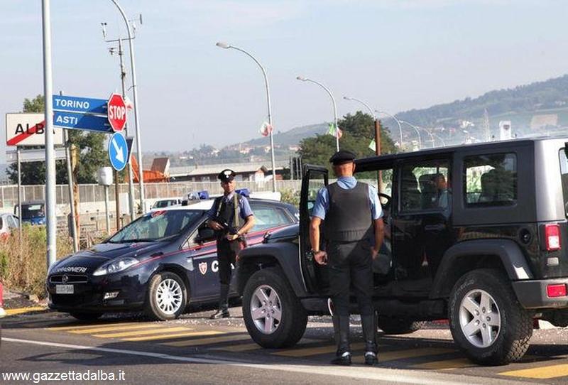 Carabinieri  Alba CONTROLLANO AUTO