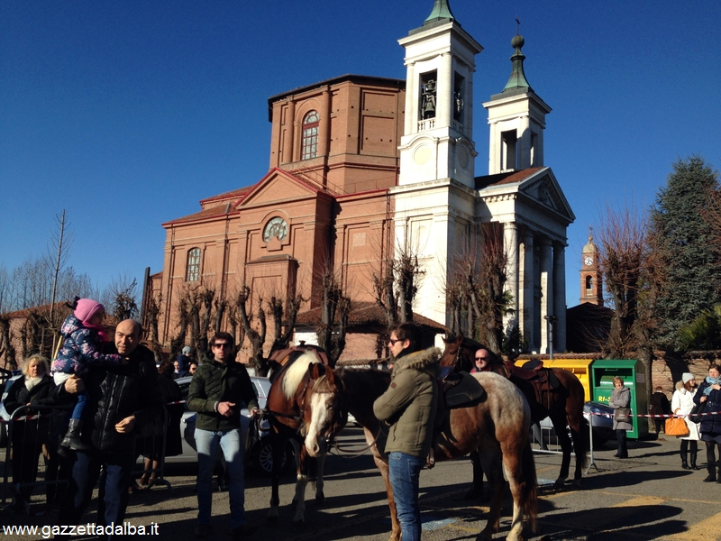 Torna la benedizione dei cavalli sul sagrato della Madonna dei fiori