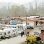 Controlli dei Carabinieri nel campo nomadi di Alba. Trovati numerosi cliché per realizzare targhe false