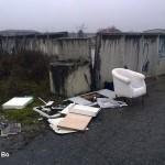Alba, rifiuti abbandonati davanti all'ecocentro di via Ognissanti