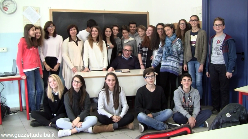 scuola media Vida Rose bianche ragazzi con Eugenio Guercio