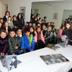 Studenti in visita alla galleria dei ricordi di Roberto Ponzio, re del tartufo