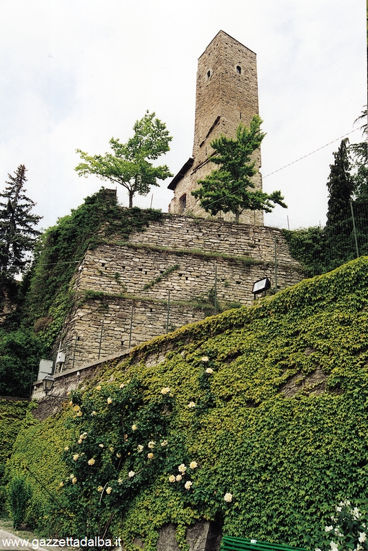 CAMERANA torre strada romantica