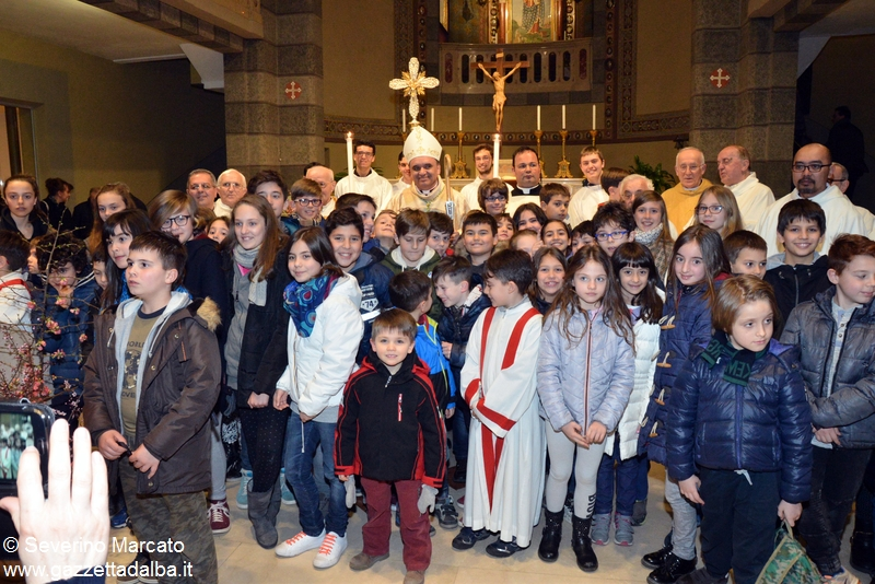 Ragazzi e vescovo 1