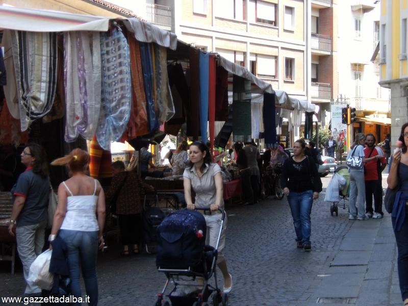Bra: domenica 23 per tutta la giornata mercato straordinario di Natale