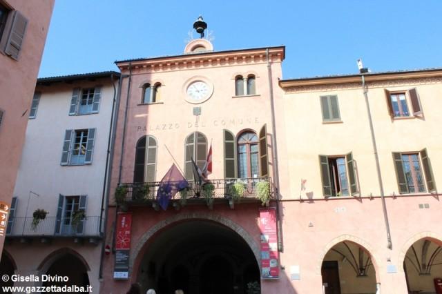 bandiere-lutto-municipio-alba
