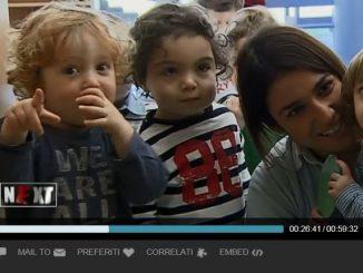 L'educatrice Michela con alcuni bambini del gruppo Pettirossi