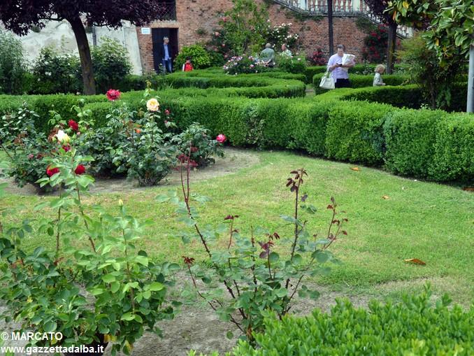Il parco del castello di Govone si apre agli amanti delle rose