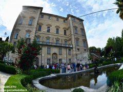 Il parco del castello di Govone si apre agli amanti delle rose 6