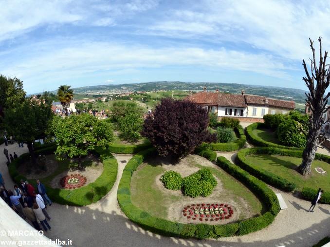 Il parco del castello di Govone si apre agli amanti delle rose 20
