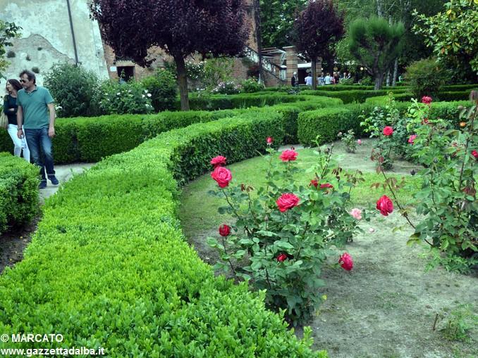 Il parco del castello di Govone si apre agli amanti delle rose 25