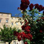 Domenica 21 a Govone, nel parco del castello, le rose di re Carlo Felice