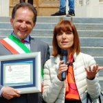 Priocca ha premiato la preside Gabriella Benzi