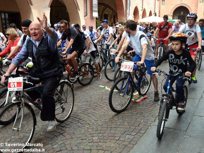 Alba in bici: la fotogallery 6