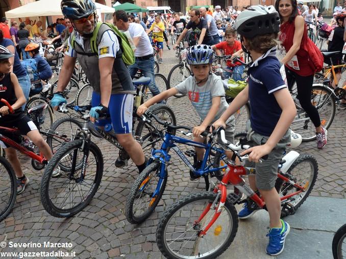 Alba in bici: la fotogallery 12